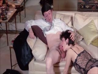 Мужик трахает жену с большими сиськами в пизду, а после кончает