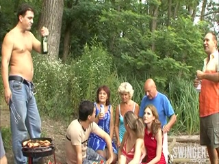 Секс порно вечеринка в лесу с тремя женщинами, парнем девушкой